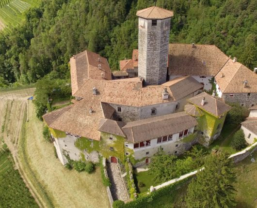 Video riprese aeree con drone presso castel Valer - Val di Non 1