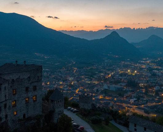 Interix drone riprese aeree Castello di Pergine in notturna